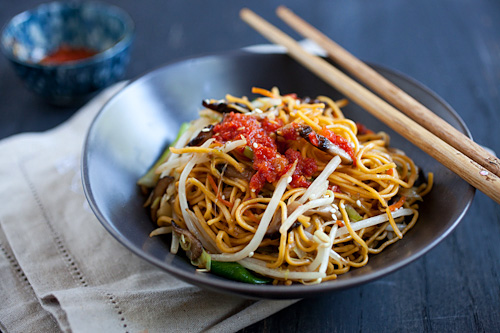 Easy and healthy homemade Chinese vegetable chow mein with mushrooms and garlic chili sauce ready to be served.