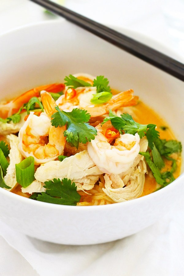 Asian easy Coconut Curry Noodle Bowl ready to serve.