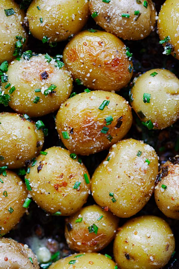 Easy and delicious roasted baby potatoes with garlic, chives, butter and Parmesan cheese.