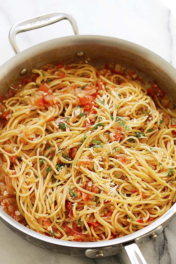 One pot easy Italian pasta recipe with tomatoes, onions and garlic.