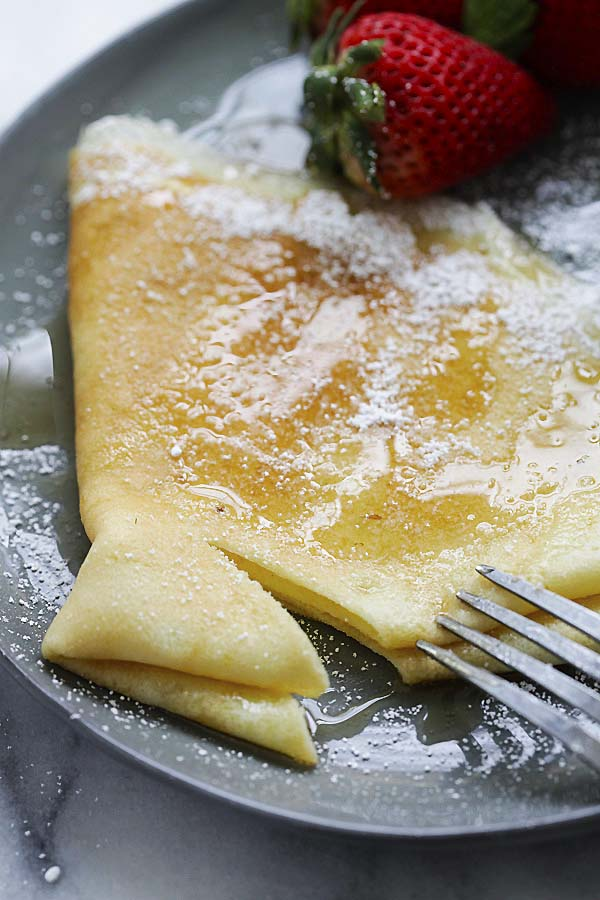 Easy French crepe recipe with crepe batter and sweet crepes filling.